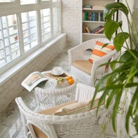 Уютный балкон с металлопластиковыми окнами