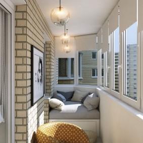Кирпичная стена на балконе с теплыми окнами