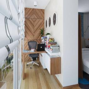 Столик для работы на балконе в спальне