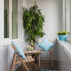 САдовая мебель на утепленной лоджии