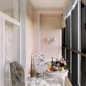 Отделка балкона в стиле классика
