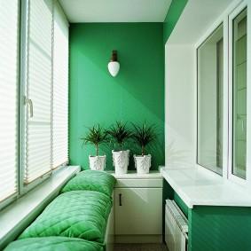 Зеленые стены на балконе без отопления