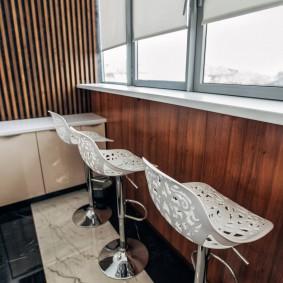 Барные стулья с пластиковыми сидениями
