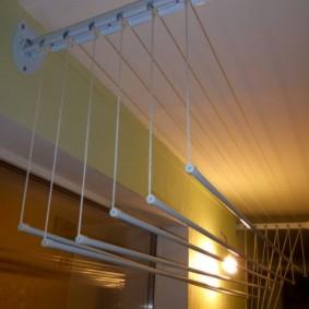 Освещение балкона с сушилкой из металла