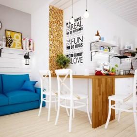 Раскладной диван синего цвета
