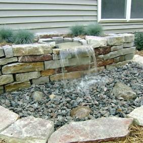Садовый водопад из натурального камня