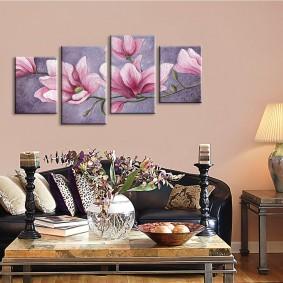 Оформление стены над диваном красивыми картинами