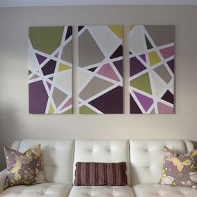 Геометрический рисунок на картинах в гостиной