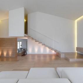 Освещение простроной комнаты в духе минимализма