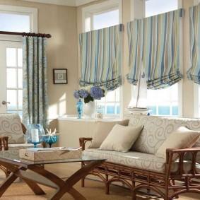 Римские шторы из полосатой ткани