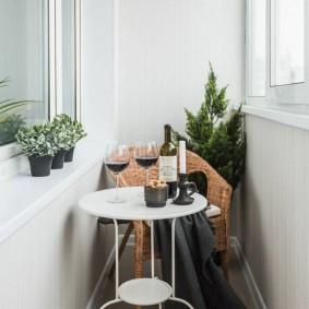 Кофейный столик белого цвета