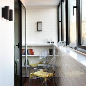 Отделка стены лоджии кафельной плиткой