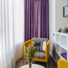 Фиолетовые шторы на красивом балконе