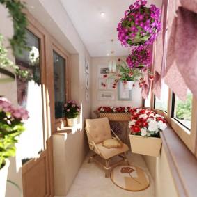 Декорирование цветами балконного пространства