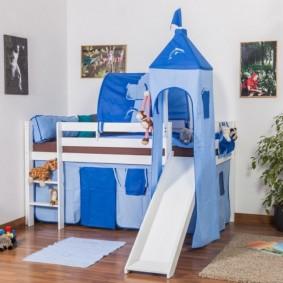 Детская кровать в виде игрового домика