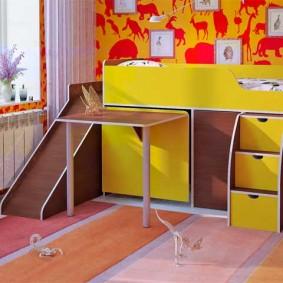 Высокая детская кровать с горкой и столиком