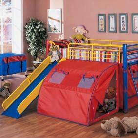 Игровая палатка в детской спальне