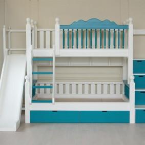 Красивая детская кровать с двумя ярусами