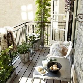 Декор мансардного балкона в деревенском стиле