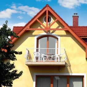 Фронтальный балкон открытого типа
