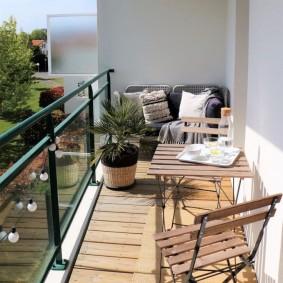 Место для отдыха на мансардном балконе