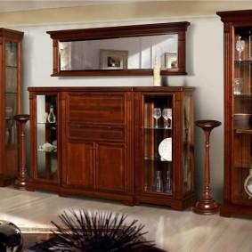 Мебель из массива дерева с лакированным покрытием
