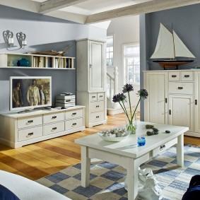 Светлая мебель с фасадами из сосны
