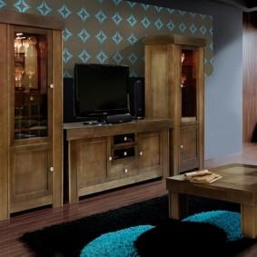 Массивная мебель в гостиной этнического стиля
