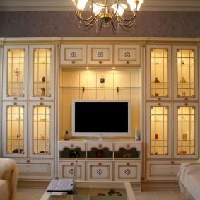 Мебель из массива с подсветкой шкафчиков