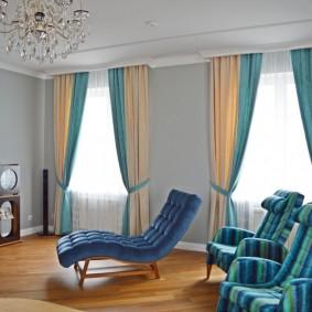 Комбинирование штор в интерьере гостиной комнаты