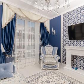 Синие шторы и светлый ламбрекен