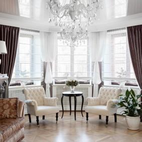 Интерьер гостиной комнаты в классическом стиле