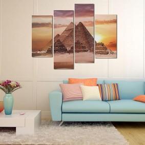 Светло-голубой диван с тканевой обивкой