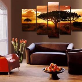 Интерьер комнаты с коричневой мебелью
