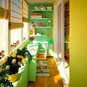 Яркие цвета в оформлении балкона