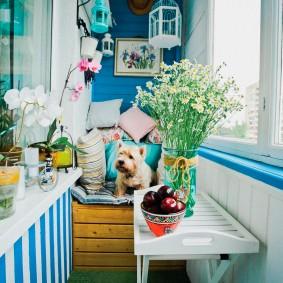 Живые цветы на балконе в стиле прованс