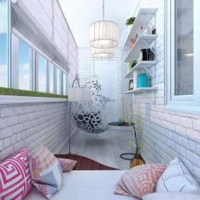 Светлый балкон в трехкомнатной квартире