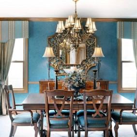 Дизайн гостиной комнаты с синими обоями