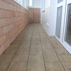 Керамическая плитка с имитацией массива дерева