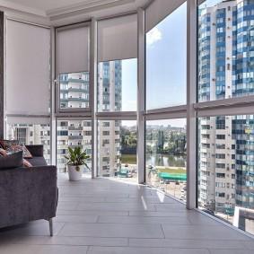 Панорамный балкон в многоэтажном доме