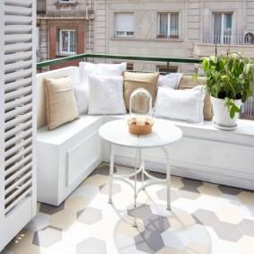 Обустройство зоны отдыха на открытом балконе