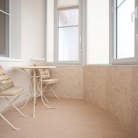 Металлическая мебель на остекленной лоджии