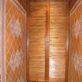 Распашные дверки под цвет керамической плитки