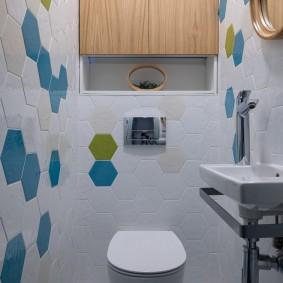 Шестигранная плитка в отделке туалета