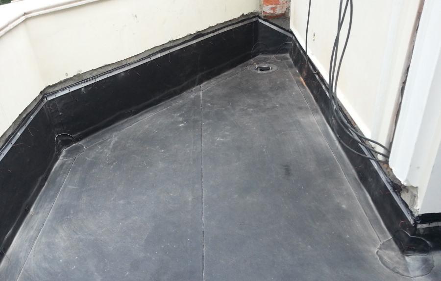 Рулонная гидроизоляция на плите бетонного балкона