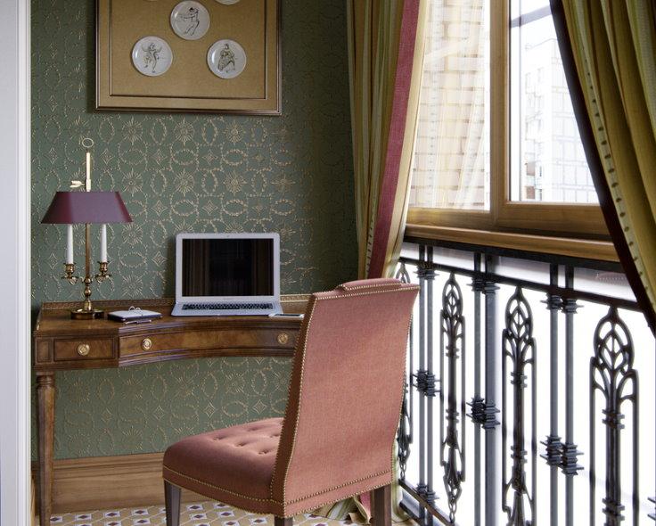Рабочее место на балконе в классическом стиле