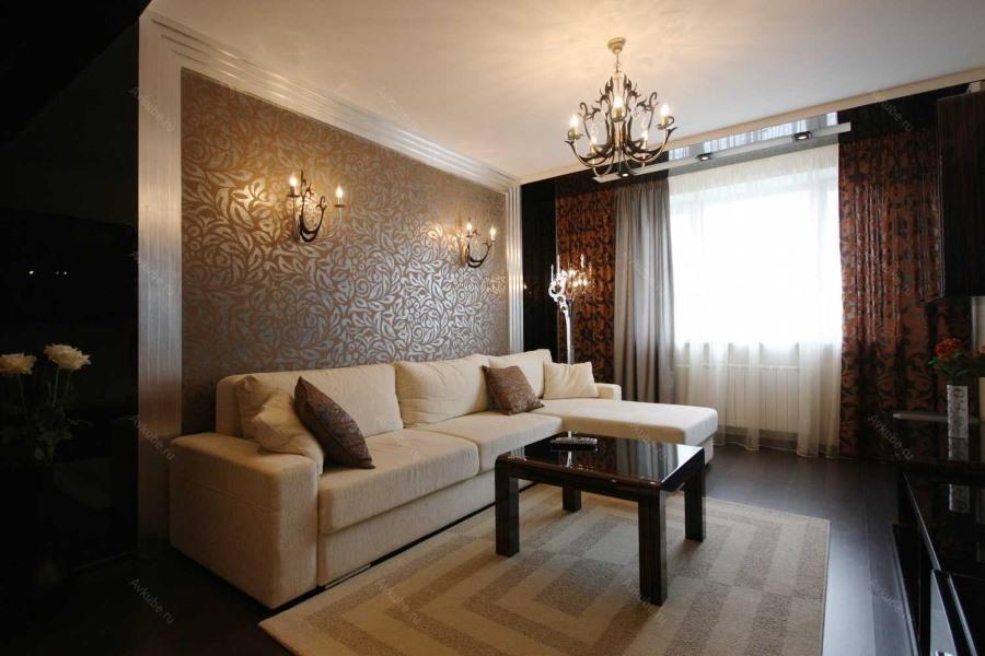 Интерьер гостиной комнаты с коричневыми обоями