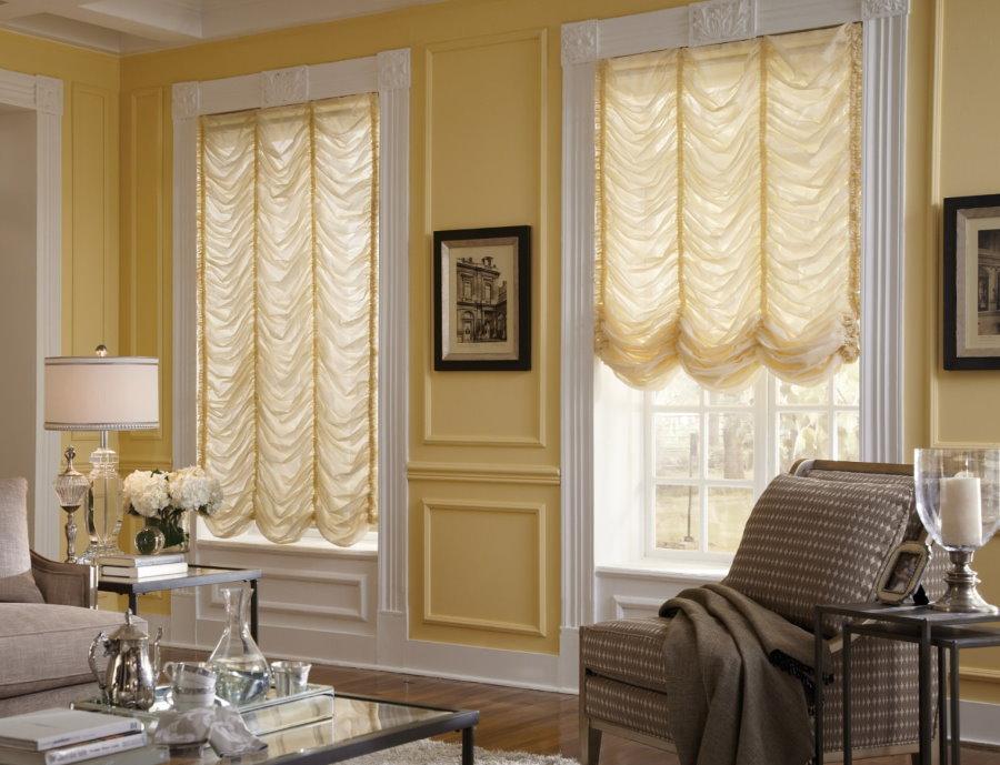 Советы по выбору коротких штор до подоконника в гостиные комнаты