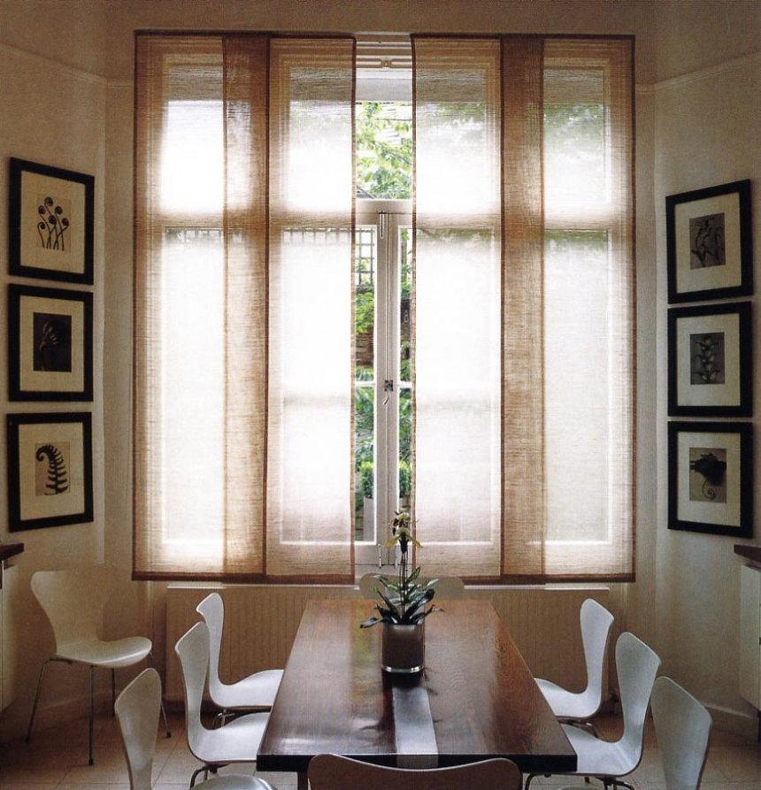 Японские шторы в обеденной зоне гостиной