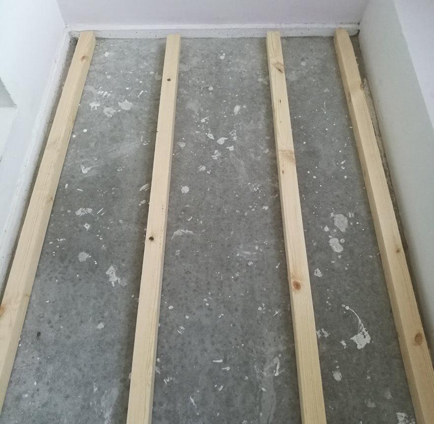Лаги под деревянное покрытие на полу лоджии